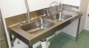 Sluice sink combo 1850 mm with small 150 mm stainless steel splashback to increase hygiene. This system uses a high level cistern on the left bowl