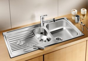 Left and right hand models have the same product code as the sink is symmetrical. LA-BL00512303