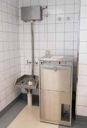 Slop hopper with high level cistern. (FR-CH + FR-CISTERN-H)